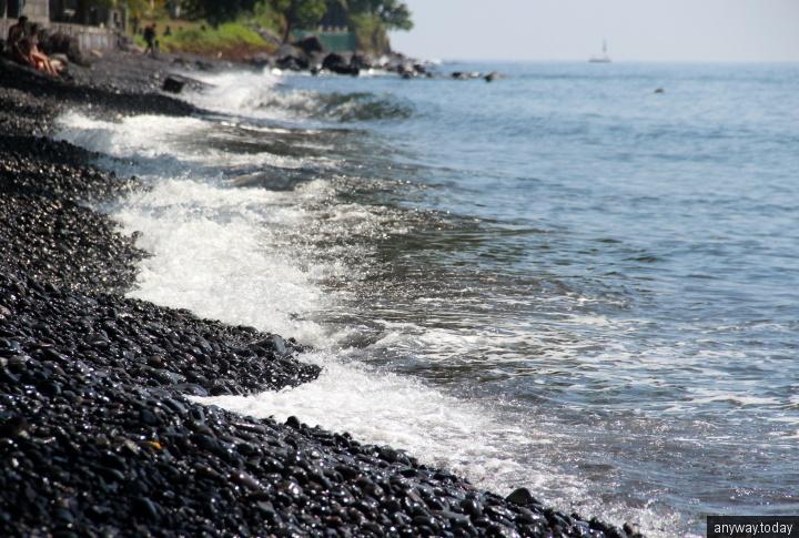 Черный пляж Туламбен