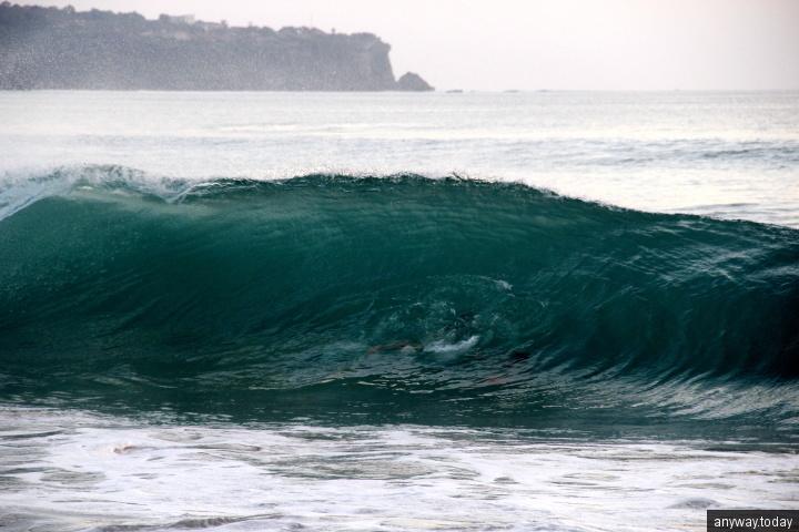 Волны на пляже Дримленд, бали