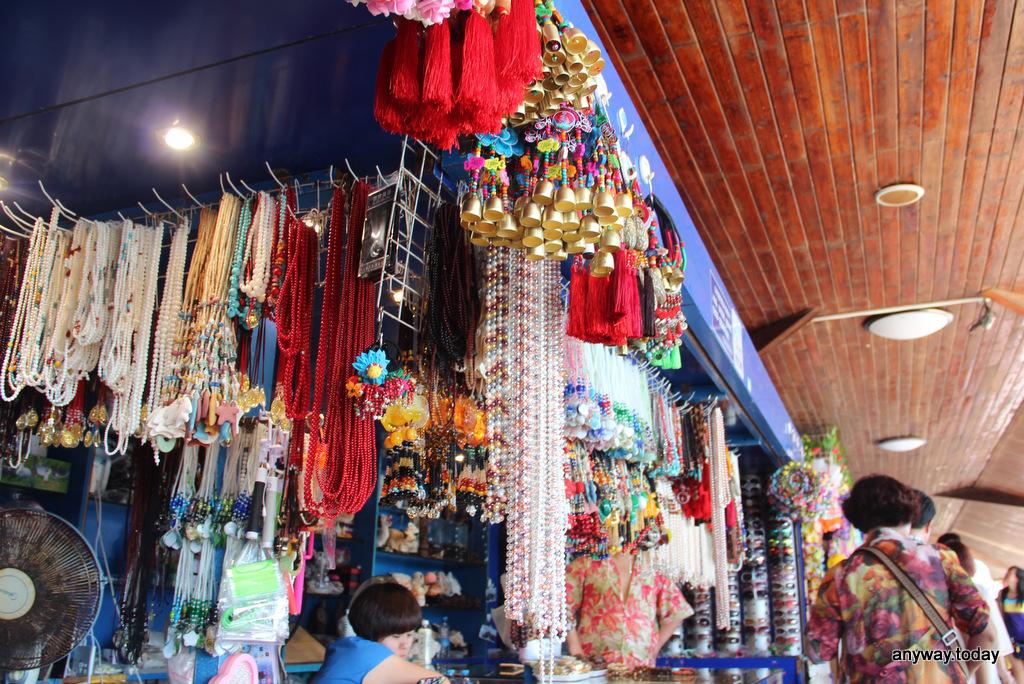 Лавка с сувенирами, Бухта Ялуньвань