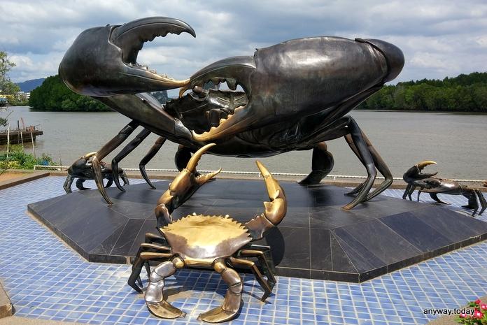 Статуя краба, Краби таун